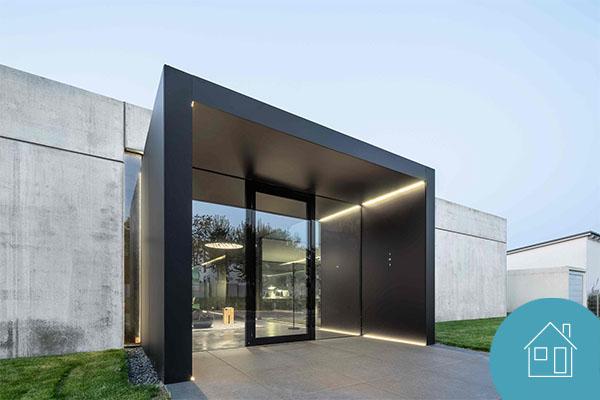 Lineare Lichtlösung im Bürogebäude der Architekten La Croix in Stutensee